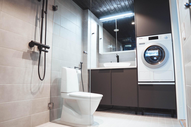 Moderni kylpyhuone ja wc